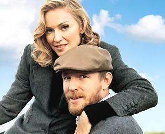 Madonna eşi Guy Ritchie'den 10 yaş büyük